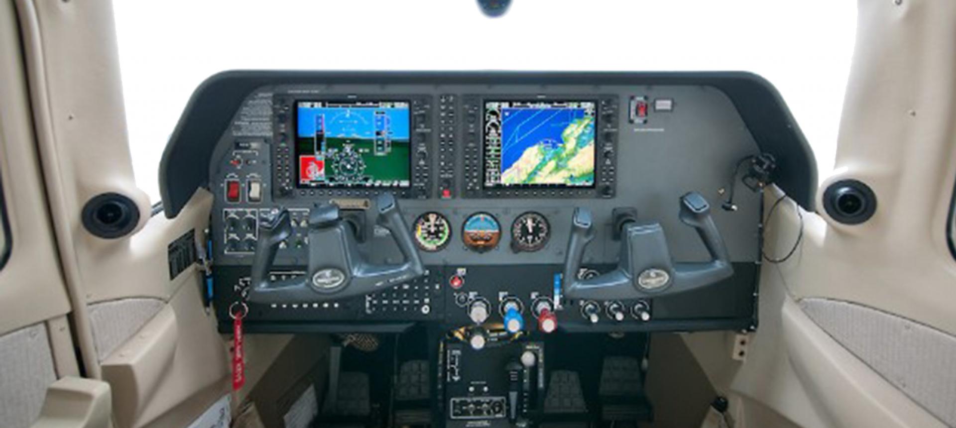 Cessna Turbo CT206H Flight Deck 2